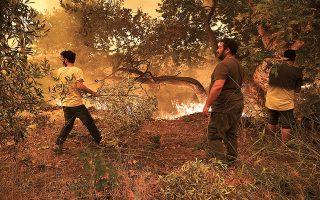 «Εμείς δεν αφήσαμε το χωριό μας όταν καιγόταν, παλεύαμε πέντε ημέρες με τη φωτιά, τώρα θα το αφήσουμε;» λένε οι κάτοικοι (φωτ. SOOC).