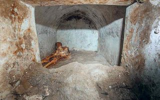 Το λείψανο ανήκε σε έναν πολίτη ονόματι Μάρκο Βενέριο Σεκούντιο, ο οποίος, σύμφωνα με τις γενετικές αναλύσεις, πέθανε σε ηλικία 60 ετών. (Φωτ. Alfio Giannotti/Pompeii Archeological Park via A.P.)