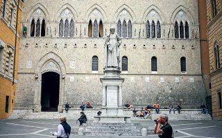 Η Monte dei Paschi, που ιδρύθηκε το 1472, θα εξακολουθήσει να υπάρχει ως φίρμα. Δεν θα υπάρχει όμως πια ως αυτόνομη οντότητα και ζωντανή απόδειξη για το γεγονός ότι η σύγχρονη τραπεζική είναι έργο των Ιταλών εμπόρων που την επινόησαν στα χρόνια της Αναγέννησης.
