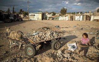 Το 2016 ο Χαλαμπί κατηγορήθηκε από το Ισραήλ ότι υπεξαιρούσε χρήματα από το ταμείο της οργάνωσης που προοριζόταν για τους εξαθλιωμένους Παλαιστινίους και χρηματοδοτούσε τις πολεμικές επιχειρήσεις της Χαμάς. (Φωτ. A.P. Photo / Khalil Hamra)
