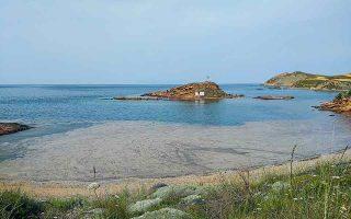 Η βλέννα, αποτέλεσμα έξαρσης παραγωγής φυτοπλαγκτού στην κλειστή Θάλασσα του Μαρμαρά, διαχύθηκε από τις τουρκικές ακτές σε θαλάσσιες περιοχές και της Ελλάδας.