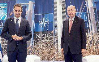Η συνομιλία του Κυριάκου Μητσοτάκη με τον Ρετζέπ Ταγίπ Ερντογάν (στη φωτ. από την τελευταία συνάντησή τους στις 14 Ιουνίου, στο περιθώριο της συνόδου του ΝΑΤΟ, στις Βρυξέλλες) πραγματοποιήθηκε σε θετικό κλίμα. (Φωτ. ΑΠΕ/ΜΠΕ)