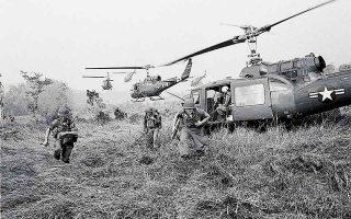 Μετά την ταπείνωση στο Βιετνάμ και την κατάρρευση της φήμης τους διεθνώς, οι ΗΠΑ, μέσα σε μία δεκαετία, επέστρεψαν. (Φωτ. A.P. Photo / Horst Faas)