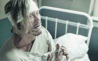 Τον χωρικό που δέχεται το τελευταίο θαύμα του Αγίου Νεκταρίου στην ταινία υποδύεται ο Μίκι Ρουρκ.