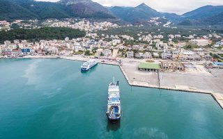Oι Ελληνες ακτοπλόοι θέλουν οπωσδήποτε ένα από τα δύο λιμάνια της Αδριατικής, είτε της Ηγουμενίτσας (φωτ.) είτε της Πάτρας, και γι' αυτό αναμένεται να πιέσουν τον ιταλικό όμιλο στο Ηράκλειο. Ενδιαφέρον όμως φέρεται να υπάρχει και από την πλευρά του ΟΛΘ. (Φωτ. Shutterstock)