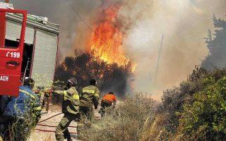 Η δασική πυρκαγιά είναι «θηρίο» που μπορείς να το δαμάσεις στην αρχή, στην έναρξή της, όταν υπάρχει χρόνος για άμεση επέμβαση. Μετά, όταν γιγαντωθεί –ιδίως σε πυκνά δάση πεύκων–, είναι σχεδόν αδύνατο να την αντιμετωπίσεις. (Φωτ. INTIME NEWS)