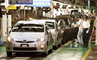 Η μεγαλύτερη αυτοκινητοβιομηχανία στον κόσμο, η ιαπωνική Toyota, ανακοίνωσε την περασμένη εβδομάδα ότι διακόπτει από τον Σεπτέμβριο τη λειτουργία 14 μονάδων της στην Ιαπωνία. (Φωτ. ΑP)