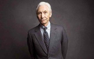 Δεν θύμιζε ροκ σταρ και δεν ένιωθε άνετα σε αυτόν τον ρόλο. Ο επί 58 χρόνια ντράμερ των Rolling Stones άφησε την τελευταία του πνοή στα 80 του. (Φωτ. Victoria Will / Invision / A.P., File)