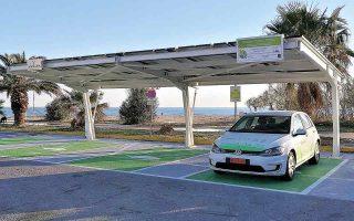 Ηλιακοί σταθμοί φόρτισης ηλεκτρικών οχημάτων και ποδηλάτων, τροφοδοτούμενοι από φωτοβολταϊκά πάνελ, έχουν τοποθετηθεί σε δημοτικό πάρκινγκ του Ρεθύμνου. Σήμερα υπάρχει η δυνατότητα εξυπηρέτησης δύο ηλεκτρικών Ι.Χ. αυτοκινήτων και 20 ηλεκτρικών ποδηλάτων και σκούτερ.