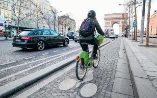 H δήμαρχος της πόλης έχει δημιουργήσει πολλούς μόνιμους ποδηλατόδρομους, παραδίδοντας στην κυκλοφορία πεζών και ποδηλατών τμήματα δρόμων που κάποτε ήταν γεμάτοι με αυτοκίνητα.