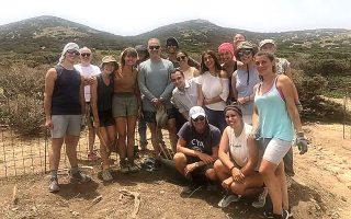 Τις ανασκαφές στο Δεσποτικό, στις οποίες συμμετέχουν Ελληνες και ξένοι φοιτητές και φέτος αποκάλυψαν την ύπαρξη ενός συστήματος επεξεργασίας υδάτων, επισκέφθηκε ο Τομ Χανκς.