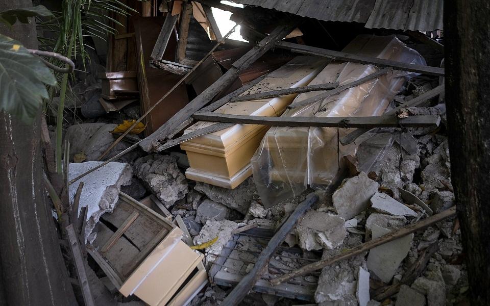 aiti-kataigida-kai-plimmyres-meta-ton-seismo-me-1-419-nekroys-eikones6