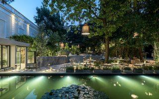 Στον κήπο του Μουσείου Φυσικής Ιστορίας Γουλανδρή βρίσκεται το εστιατόριο Natu.
