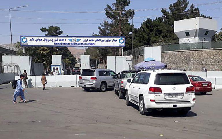 afganistan-sto-tatzikistan-aeroskafos-me-100-kai-pleon-afganoys-stratiotikoys-561467482