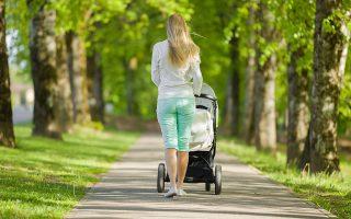 Τα υψηλότερα ποσοστά απασχολούμενων γυναικών με παιδιά καταγράφηκαν στη Σλοβενία (86,2%), στη Σουηδία (83,5%) και στην Πορτογαλία (83,0%). Φωτ. Shutterstock.