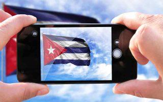 Η Κούβα απέκτησε πρόσβαση στο ίντερνετ μέσω κίνητου τηλεφώνου μόλις το 2018. (Φωτ. SHUTTERSTOCK)