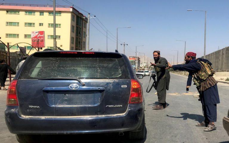 afganistan-oi-talimpan-empodizoyn-dimosioys-ypalliloys-na-epistrepsoyn-stis-doyleies-toys-561471832