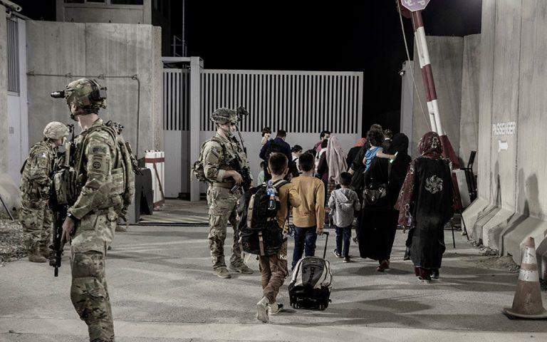 afganistan-oi-talimpan-zitisan-na-parameinei-anoichti-i-presveia-ton-ipa-561477646