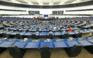 Το ψήφισμα, που εγκρίθηκε προχθές με 387 ψήφους υπέρ και 161 κατά, καταδικάζει τον μη σεβασμό των δικαιωμάτων των ομόφυλων ζευγαριών (διαμονή, επιδόματα) όταν μετακομίζουν από ένα κράτος-μέλος της Ε.Ε. σε ένα άλλο (φωτ. αρχείου, A.P. Photo).
