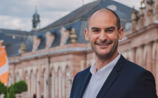 «Εκτιμάται ότι σε ολόκληρη τη Γερμανία η φοροδιαφυγή προκαλεί απώλειες άνω των 50 δισεκατομμυρίων ευρώ ετησίως σε κρατικά έσοδα» τονίζει ο Μπαγιάζ Ντανιάλ.  Florian Freundt/wikipedia