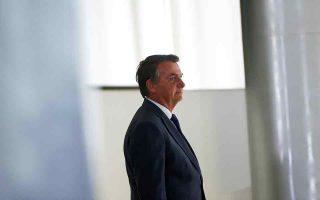 Βαδίζοντας στα χνάρια του πολιτικού του ινδάλματος, του πρώην Αμερικανού προέδρου Ντόναλντ Τραμπ, ο Βραζιλιάνος πρόεδρος κάνει λόγο για σχεδιαζόμενη εις βάρος του νοθεία στις προεδρικές εκλογές της επόμενης χρονιάς. (Φωτ. REUTERS/Adriano Machado)