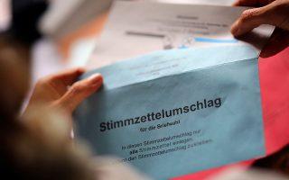 Επιστολική ψήφος στη Γερμανία. Φωτ. REUTERS/Hannibal Hanschke