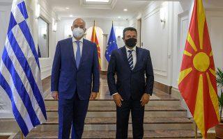 «Απαραίτητο θεμέλιο» για την περαιτέρω ενίσχυση των διμερών σχέσεων χαρακτήρισε την πλήρη, συνεπή και με καλή πίστη εφαρμογή της συμφωνίας των Πρεσπών ο υπουργός Εξωτερικών Ν. Δένδιας, που συναντήθηκε στα Σκόπια και με τον Ζόραν Ζάεφ (φωτ. ΥΠΟΥΡΓΕΙΟ ΕΞΩΤΕΡΙΚΩΝ).