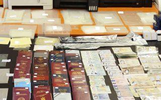 Μεταξύ των ευρημάτων ήταν 44 ευρωπαϊκά διαβατήρια, για τα οποία είχε δηλωθεί κλοπή ή απώλεια.