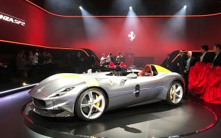 Ο υπουργός Πράσινης μετάβασης της Ιταλίας, Ρομπέρτο Τσινγκολάνι, τόνισε πως «τα συγκεκριμένα αυτοκίνητα απαιτούν πολύ ειδική τεχνολογία» (φωτ. AP).