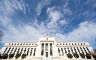 Αν η Fed τερματίσει το πρόγραμμα εσπευσμένα, ενδεχομένως να εκτροχιασθεί πλήρως η ανάκαμψη. Αν, πάλι, αργήσει πολύ, τότε μπορεί να κλιμακωθούν οι πληθωριστικές πιέσεις (φωτ. AP).