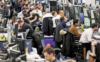 Η ανοδική πορεία των χρηματιστηρίων ανεκόπη μετά τις δηλώσεις στελεχών της ΕΚΤ, που υποστήριξαν πως η τράπεζα πρέπει πλέον να εξετάσει μείωση του προγράμματος αγορών ομολόγων και οι δείκτες τιμών των μετοχών αντέστρεψαν την πορεία τους (φωτ. Reuters).