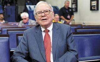 Ο όμιλος του Γουόρεν Μπάφετ εγκατέλειψε προσφάτως ορισμένα από τα στοιχήματά του στον χρηματοπιστωτικό τομέα, όπως οι θέσεις του στις JPMorgan Chase, Wells Fargo και PNC Financial (φωτ. A.P.).