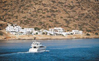 Εκτός από νησιά όπου ήδη λειτουργεί το κτηματολόγιο, όπως η Σύρος και η Σίφνος (φωτ.), το μεγαλύτερο ποσοστό ιδιοκτησιών έχει δηλωθεί στην Τήνο (7,82%) και στη Σέριφο (6,61%), ενώ μικρότερα είναι τα ποσοστά των πιο τουριστικών νησιών όπως η Μύκονος (5,32%).