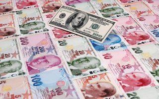 Μετά τη δημοσίευση των θετικών στοιχείων η λίρα εμφάνισε κέρδη της τάξεως του 0,3% έναντι του δολαρίου, με αποτέλεσμα να αυξηθεί στο υψηλότερο επίπεδο από τις 11 Ιουνίου (8,29 λίρες ανά δολάριο). Φωτ. REUTERS