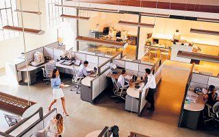 Για το 2021 οι ώρες υπερωριακής απασχόλησης που έχουν ήδη πραγματοποιηθεί σε όλους τους κλάδους οικονομικής δραστηριότητας θα αφαιρεθούν από το νέο όριο των 150 ωρών ετησίως (φωτ. Shutterstock).