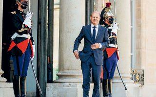 O Oλαφ Σολτς λίγο πριν από τη συνάντησή του με τον πρόεδρο της Γαλλίας (φωτ. REUTERS).