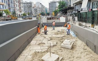 Η επανατοποθέτηση των αρχαίων ευρημάτων γίνεται σε ειδικό χώρο πάνω από τη νότια είσοδο του σταθμού «Αγία Σοφία» από την εταιρεία SLM, με την επίβλεψη της Εφορείας Αρχαιοτήτων της πόλης της Θεσσαλονίκης.