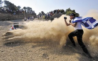 Αδρεναλίνη, σκόνη, ταχύτητα, οδηγική μαεστρία, ρίσκο τόσο από τους οδηγούς όσο και από τους θεατές, θα συνθέσουν την επιστροφή του Ράλλυ Ακρόπολις στο αγωνιστικό καλαντάρι (φωτ. INTIMENEWS).