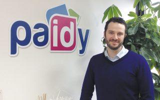 Ο ιδρυτής της Paidy Ράσελ Κάμερ αποφάσισε να τη δημιουργήσει όταν δεν επετράπη λόγω του νεαρού της ηλικίας του να του εκδοθεί πιστωτική κάρτα.