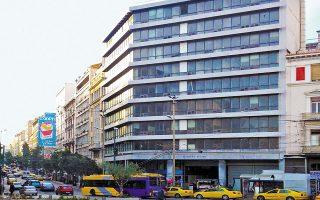 Το Σαρόγλειο Μέγαρο, ιδιοκτησίας του Μετοχικού Ταμείου Στρατού και της Λέσχης Αξιωματικών Ενόπλων Δυνάμεων, έχει εκμισθωθεί, στο πλαίσιο σχετικού διαγωνισμού, στην κοινοπραξία Dimand Real Estate και EBRD. Αυτή την περίοδο εκτελούνται εργασίες για την επαναλειτουργία του ακινήτου ως ξενοδοχείου της αλυσίδας Moxy Hotels.