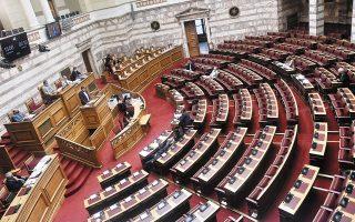 Αυστηρές διοικητικές κυρώσεις και πρόστιμα (5.000 ευρώ για κάθε παράβαση) σε όσους εκδίδουν πλαστά πιστοποιητικά εμβολιασμού προβλέπει η τροπολογία που ψηφίστηκε στη Βουλή (φωτ. INTIME NEWS).