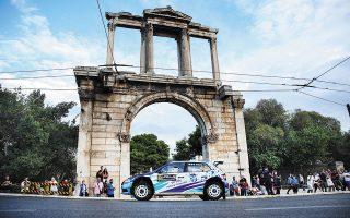 Οι ήχοι από τις μηχανές των αγωνιστικών αυτοκινήτων του WRC ήχησαν ξανά στο Ράλλυ Ακρόπολις. Σαράντα επτά πληρώματα ξεκίνησαν κάτω από τον Ιερό Βράχο και λίγη ώρα μετά πρόσφεραν χορταστικό θέαμα στην πρώτη υπερειδική στην πλατεία Συντάγματος, η οποία είχε κατακλυστεί από πλήθος κόσμου (φωτ. Aris Oikonomou / SOOC).