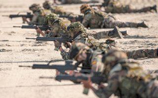 H Ευρωπαϊκή Ενωση πρέπει να αποκτήσει επάρκεια στον τομέα αμύνης και ασφαλείας, με δική της στρατιωτική ισχύ. (Φωτ. ASSOCIATED PRESS)