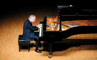 Ο Αντράς Σιφ διαθέτει την ικανότητα να μετασχηματίσει σε μουσική αυτά που κατανοεί και αυτά που αισθάνεται. Φωτ. Yutaka Suzuki