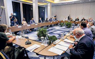 Στα γραφεία του ΣΥΡΙΖΑ οι συσκέψεις με το οικονομικό επιτελείο είναι συνεχείς, προκειμένου να «κλειδώσει» η ομιλία του Αλέξη Τσίπρα στο Βελλίδειο (στη φωτογραφία ο πρόεδρος του ΣΥΡΙΖΑ κατά τη συνάντησή του, την προηγούμενη εβδομάδα, με τους παραγωγικούς φορείς στη Θεσσαλονίκη). Φωτ. INTIME NEWS.