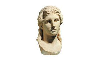 Μαρμάρινη κεφαλή υπερφυσικού αγάλματος Διονύσου. Από το ιερό του Διονύσου στην πόλη της Θάσου. Β΄ μισό 4ου αι. π.Χ. Αρχαιολογικό Μουσείο Θάσου. Φωτ. © ΥΠΠΟΑ / Εφορεία Αρχαιοτήτων Καβάλας / ΟΔΑΠ / Ορέστης Κουράκης
