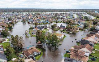 Οι πλημμύρες, οι καύσωνες, οι πυρκαγιές, το λιώσιμο των πάγων και γενικότερα η κλιματική αλλαγή αυξάνουν τα επίπεδα άγχους στους νέους ανθρώπους, σύμφωνα με νέα έρευνα (φωτ. A.P.).