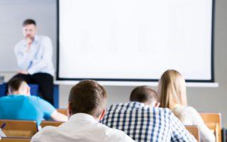 Στόχο αποτελεί το ανανεωμένο εκπαιδευτικό πρόγραμμα της Εθνικής Σχολής Δημόσιας Διοίκησης να λειτουργήσει ως νέο μαθησιακό παράδειγμα με τολμηρό, εξωστρεφή προσανατολισμό (φωτ. SHUTTERSTOCK).