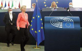 Η αύξηση των εμβολιασμών και η συμφωνία για τη διαχείριση του μεταναστευτικού στα βασικά θέματα της ομιλίας της Ούρσουλα φον ντερ Λάιεν για την Κατάσταση της Ενωσης στο Ευρωπαϊκό Κοινοβούλιο. Η πρόεδρος της Ε.Ε. στάθηκε ιδιαίτερα στην κοινή αντιμετώπιση της υγειονομικής, οικονομικής και κλιματικής κρίσης από τα κράτη-μέλη (φωτ. EPA/YVES HERMAN / POOL).