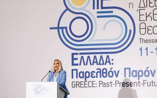 Τους βασικούς άξονες του «Πράσινου Κοινωνικού Συμβολαίου» ανέπτυξε χθες το βράδυ η πρόεδρος του ΚΙΝΑΛ Φώφη Γεννηματά από τη Θεσσαλονίκη (φωτ. SOOC).